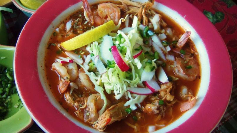 Pozole Mexicano de Pollo y Camarones