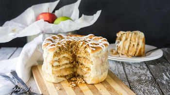 Apple Pie Pizza Cake
