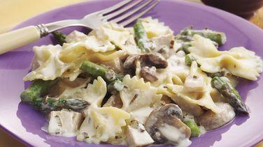 Creamy Asparagus-Chicken Bow-Ties