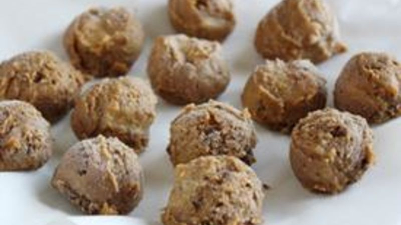 No-Bake Peanut Butter Chocolate Balls