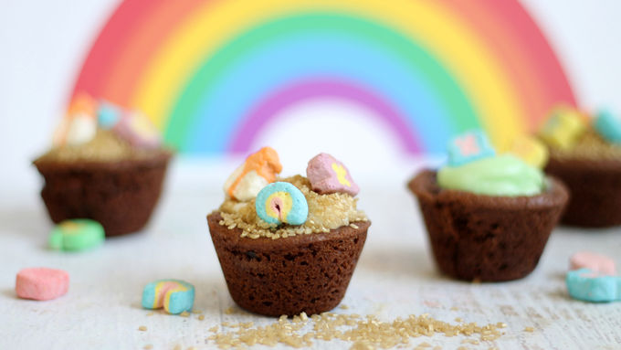 "Lucky Charms ""Pot of Gold"" Chocolate Cookie Cups"