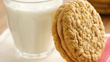 Memory Lane Oatmeal Peanut Butter Creme Sandwiches
