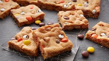 Reese's™ Pieces™ Halloween Cookie Bars