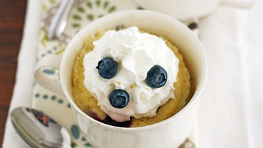 Blueberry-White Chocolate Mug Cakes
