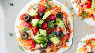 easy mexican pizza buffalo chicken appetizer cupcakes impossibly easy ...