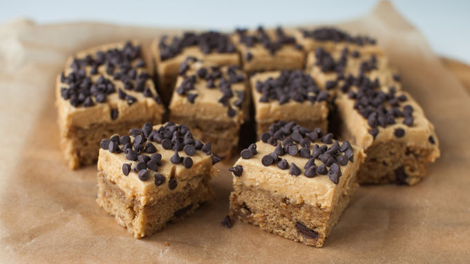 Betty Crocker Reese's® Peanut Butter & Chocolate Chunk Snack Cakes with Peanut Butter Frosting