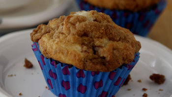 Streusel Topped Apple Cinnamon Muffins