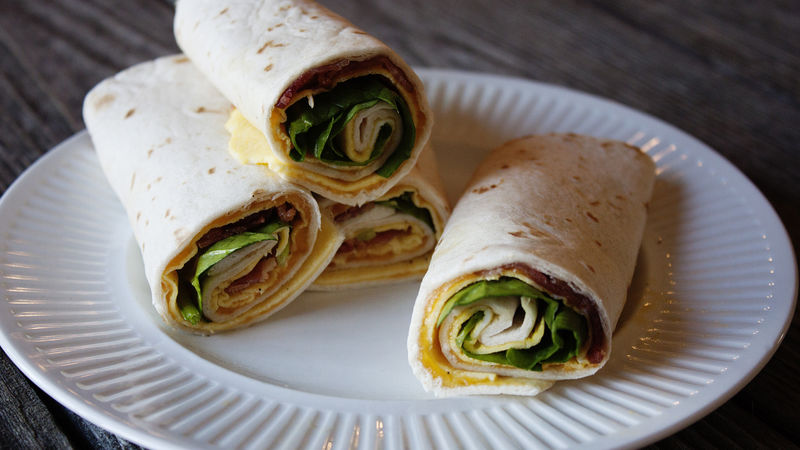 Bacon-Cheddar-Spinach Breakfast Roll-Ups