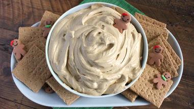 Creamy Gingerbread Cheesecake Dip
