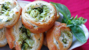 Cream Cheese, Broccoli and Jalapeño Pinwheels