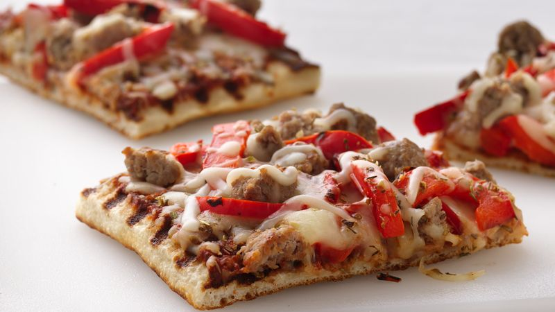 Skinny Grilled Sausage and Pepper Pizza