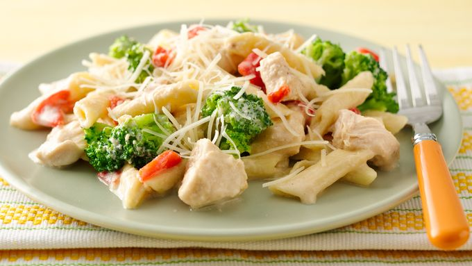Slow-Cooker Creamy Pasta with Chicken and Broccoli