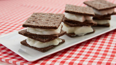 Cookies and Cream Fro Yo Sandwiches