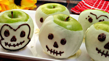 Decorated Candy Apple Skulls