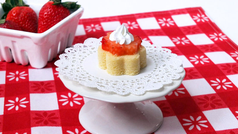 Springtime Strawberry Pound Cake