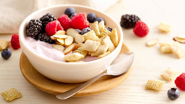 Gluten-Free Berry Yogurt Bowl