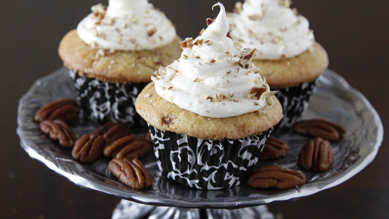 Cinnamon Roll Cupcakes with Cream Cheese Frosting and Pecans