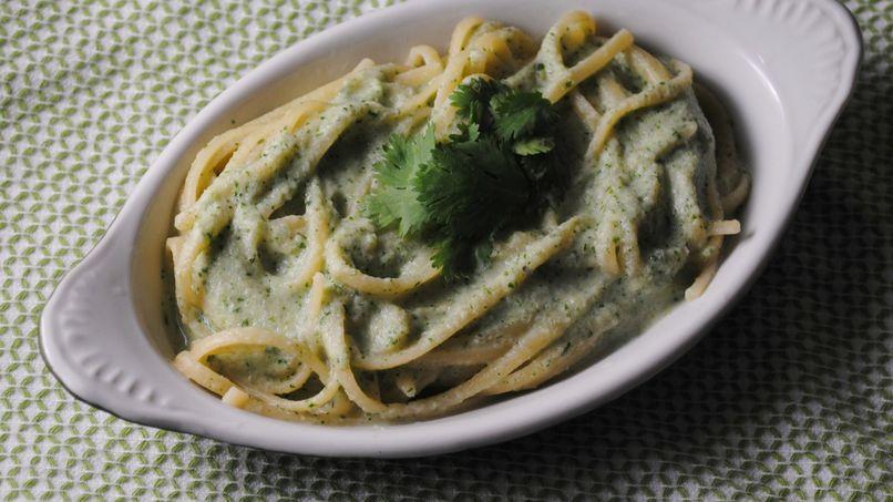 Pasta con Salsa de Alcachofa y Cilantro