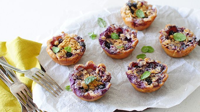 Blueberry Crumble Mini Pies