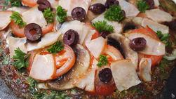 Pizza de Jamón y Champiñones en Masa de Espinaca con Queso