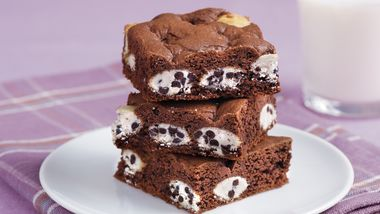 Cookies and Cream Cake Mix Brownies