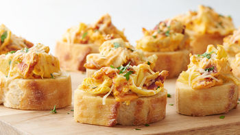 Spicy Bacon Artichoke Dip Crostini Cups