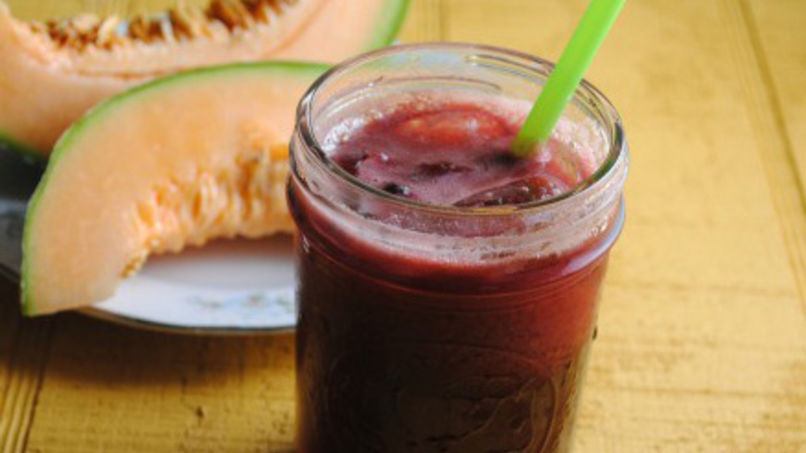 Agua fresca de melón cantaloupe e hibisco