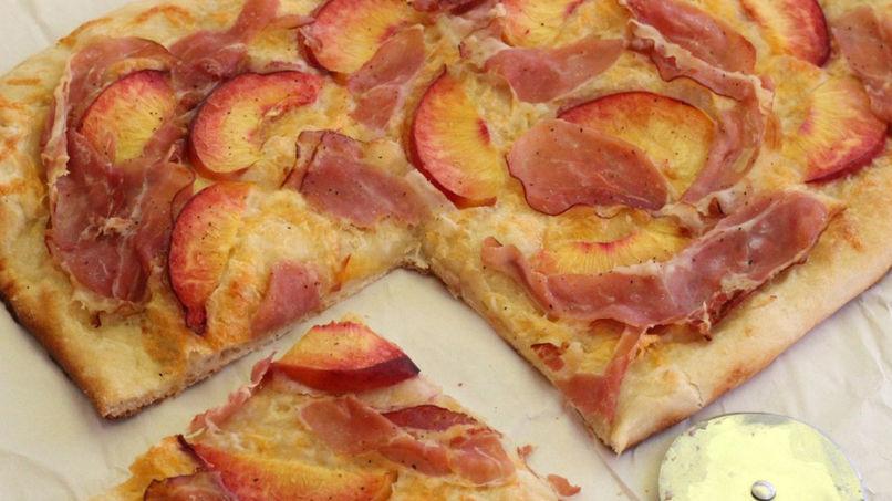 Pizza de Prosciutto y Melocotón