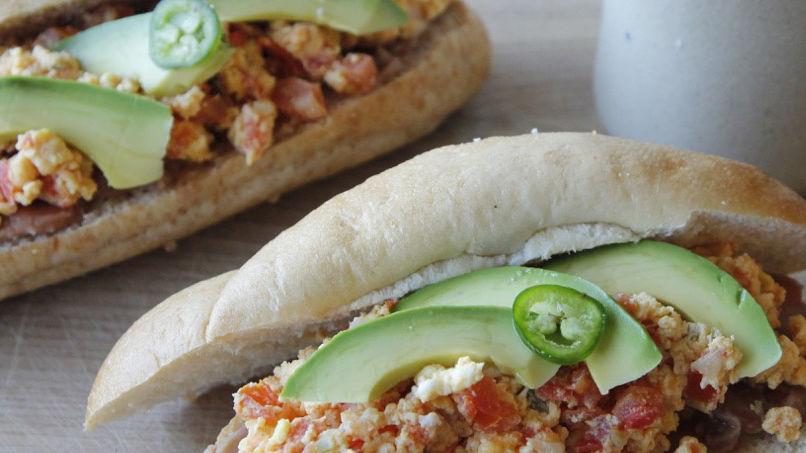 Sándwiches de Huevos a la Mexicana