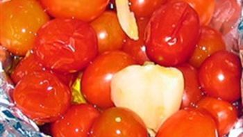 Grilled Garlic Grape Tomatoes