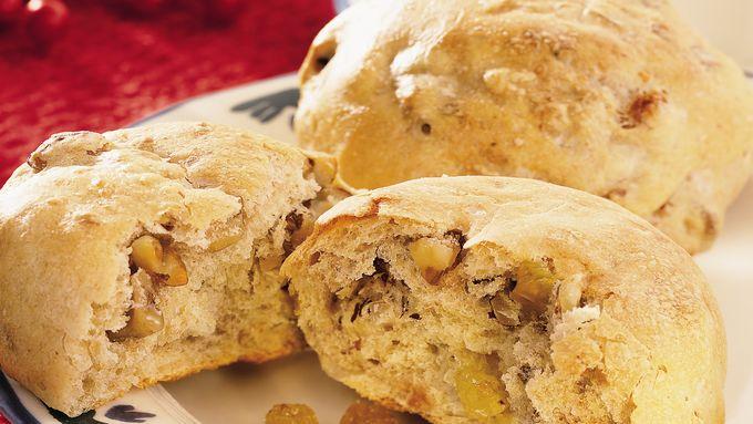Walnut, Hazelnut and Golden Raisin Wheat Rolls
