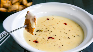 Spicy Cheese and Beer Fondue
