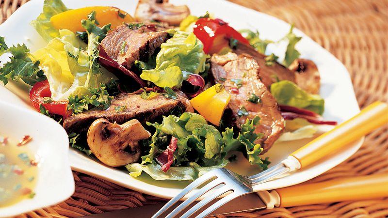 Grilled Garlic Steak Salad