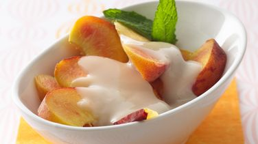 Fresh Peaches with Amaretto Sauce