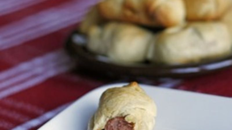 Bacon-Cheddar Pigs in a Blanket