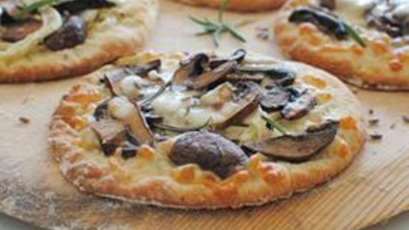 Mini Roasted Fennel and Mushroom Pizzas
