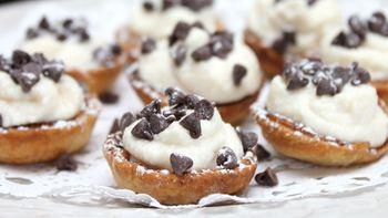 Mini Cannoli Cream Pastry Cups