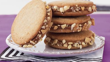 Easy Dulce de Leche Sandwich Cookies