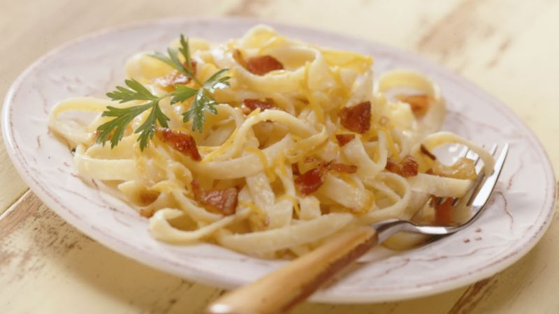 Pasta with Bacon, Caramelized Onions and Cheddar Cheese