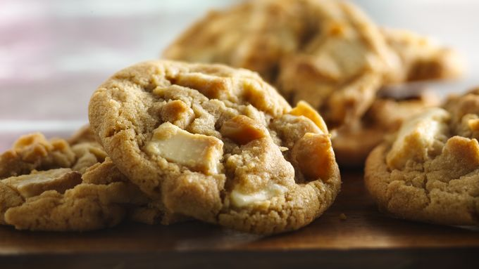 White Chocolate Chunk-Macadamia Cookies