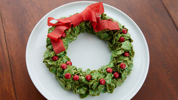 Marshmallow Christmas Wreath Cookie Cake