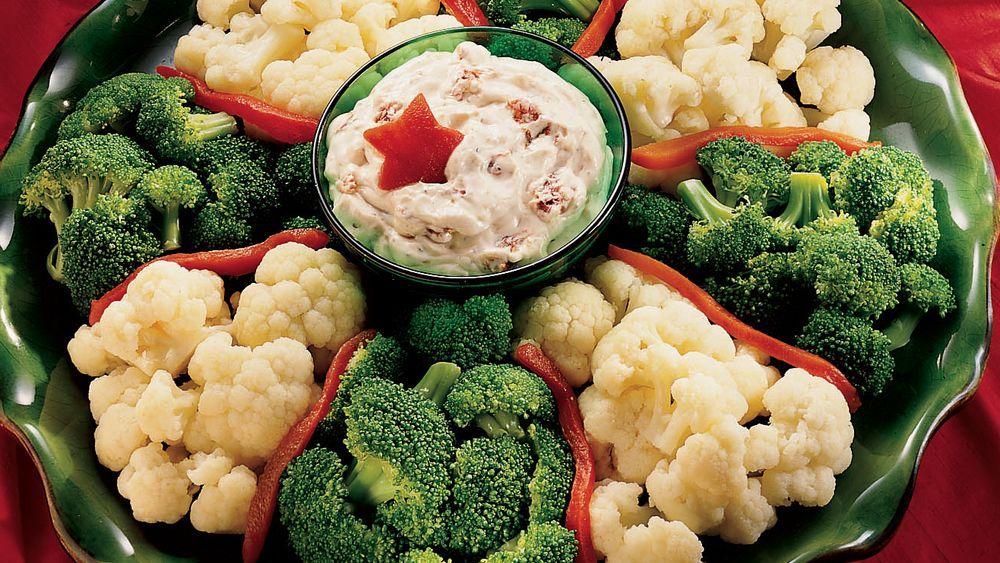 Veggie Wreath with Creamy Sun-Dried Tomato Dip