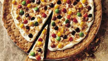Cookie-Candy Pizza