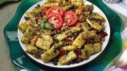 Ensalada de Pollo y Frijol Negro, con Aderezo Cremoso de Pesto de Cilantro
