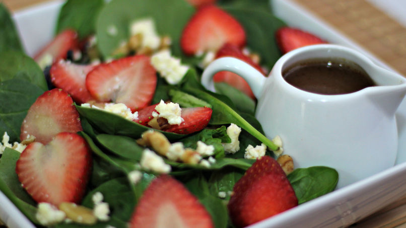Spinach Salad with Strawberries, Walnuts and Feta Cheese