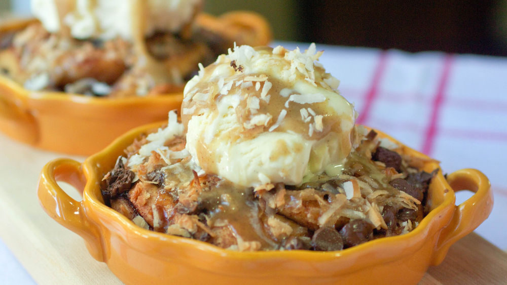 Caramel Coconut Cookie Sundaes