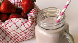 Strawberry, Yogurt and Oatmeal Smoothie