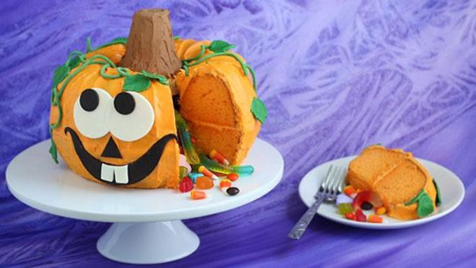 Pumpkin Pinata Cake