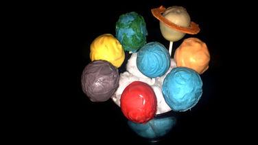 Escuela Culinaria: Paletas de Pastel del Sistema Solar
