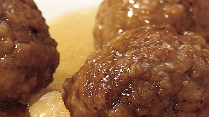 Slow-Cooker Bavarian Cocktail Meatballs